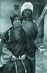 Александра Давид-Нэель в одеянии буддийской монахини